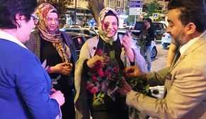 Öcal Bafra'da vatandaşlara gül hediye etti