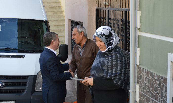 Özdemir'den çat kapı ziyaret
