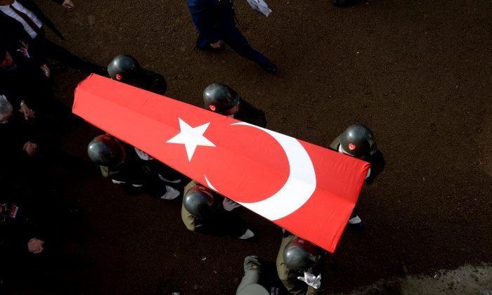 Diyarbakır'da sivil aracın geçişi sırasında patlama
