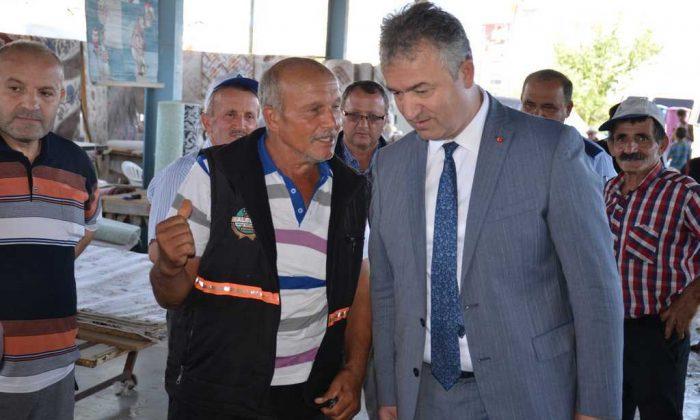 Belediye Başkanı Osman Topaloğlu pazar esnafını ziyaret etti
