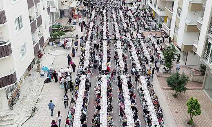 Atakum'da 5 bin kişi aynı sofrada oruç açtı