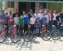 AK Gençlikten Camiler Neşemiz Çocuklar Geleceğimiz projesi