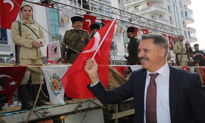 Atakum'un cadde ve sokaklarında coşku dolu 19 Mayıs kutlaması
