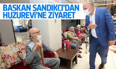 Başkan Sandıkçı yaşlılarla bayramlaştı