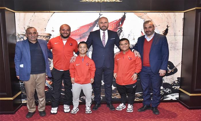 Başkan Togar'dan başarılı sporculara ödül