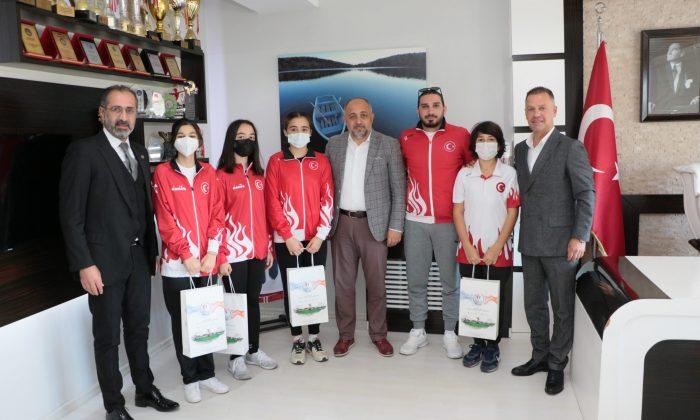 Samsun Gençlik ve Spor İl Müdürü KASAPOĞLU eskrim sporcularını kabul etti