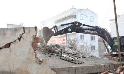 İlkadım'da bağımlıların meskeni haline gelen metruk binalar yıkılıyor