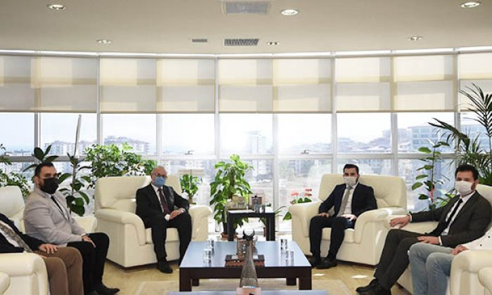 AK Parti Samsun Gençlik Kolları Başkanı Yılmaz'dan Rektör Ünal'a tebrik ziyareti