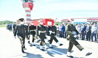 Samsun şehidini karşıladı Şehidin cenazesi Çarşamba havaalanına getirildi