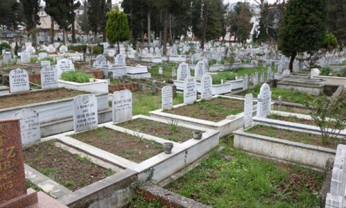 Samsun'da acılı anne oğlunun mezarı başında sinir krizi geçirdi!