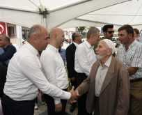 Tekkeköy'de meydanda bayramlaşma geleneği bozulmadı
