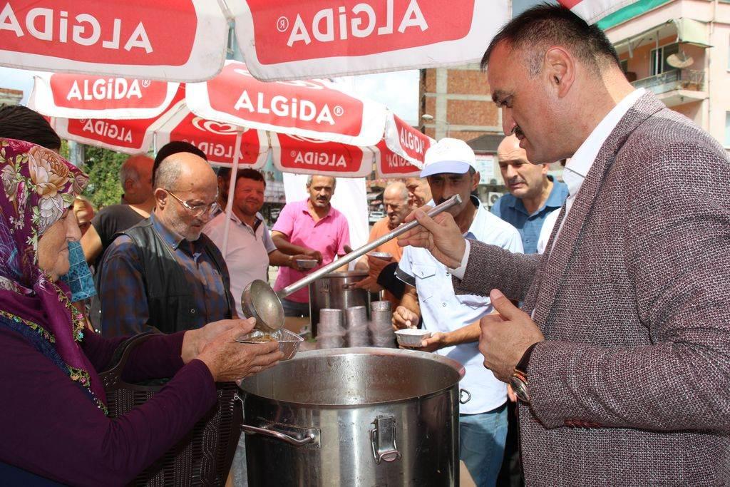 Salıpazarı Belediye Başkanı Halil Akgül Aşure etkinliğine katıldı