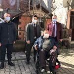 Samsun'un Salıpazarı İlçesinde 3 engelli vatandaşa akülü araç verildi