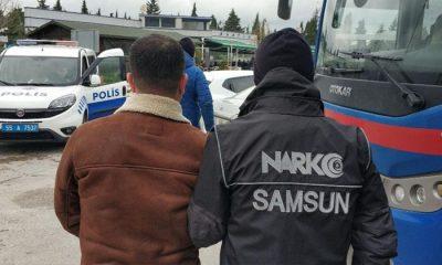 Samsun'da yapılan aramada uyuşturucu madde ele geçirilen kişiler yakalandı