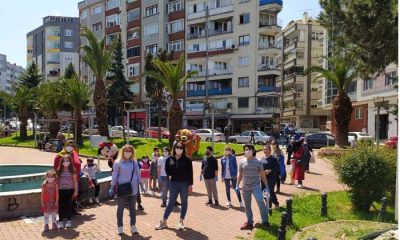 Samsun'da CHP'li Gençler Miniklere Maske Dağıttı