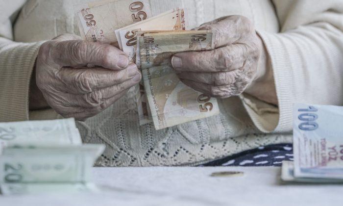 Evli ev hanımlarına emeklilik hakkı geliyor! İşte detaylar
