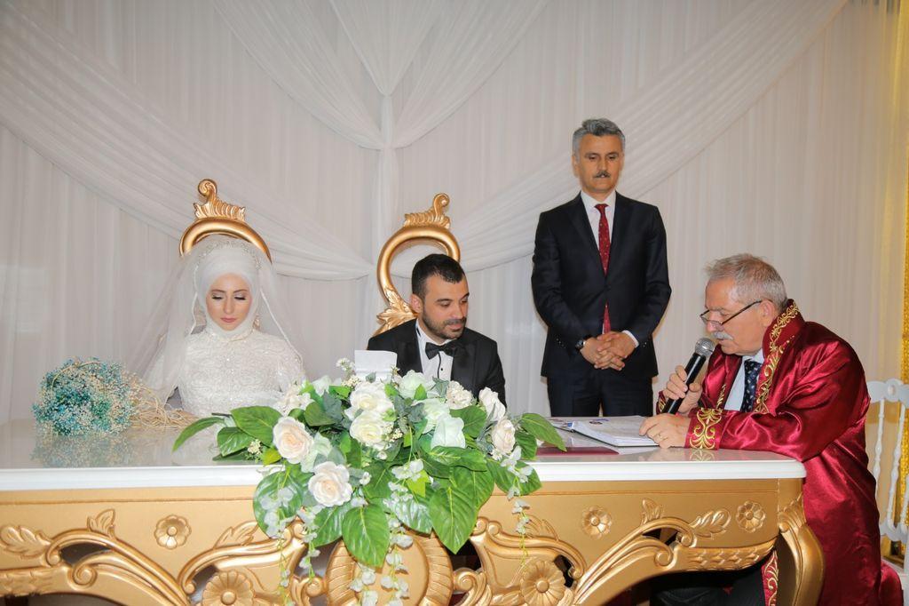 Başkan Demirtaş genç çiftin nikahını kıydı