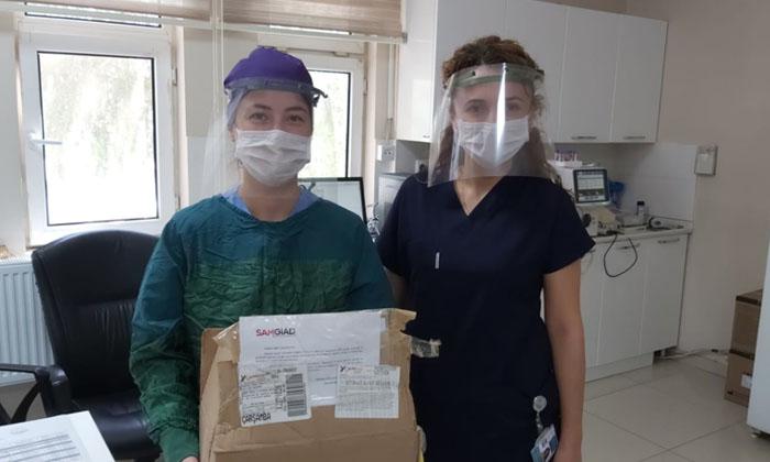 Onur Öztekin ;koruyucu yüz siperlikleri sağlık çalışanlarına ulaştırıldı