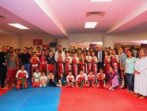 Kick Boks sporcularına süpriz moral ziyareti
