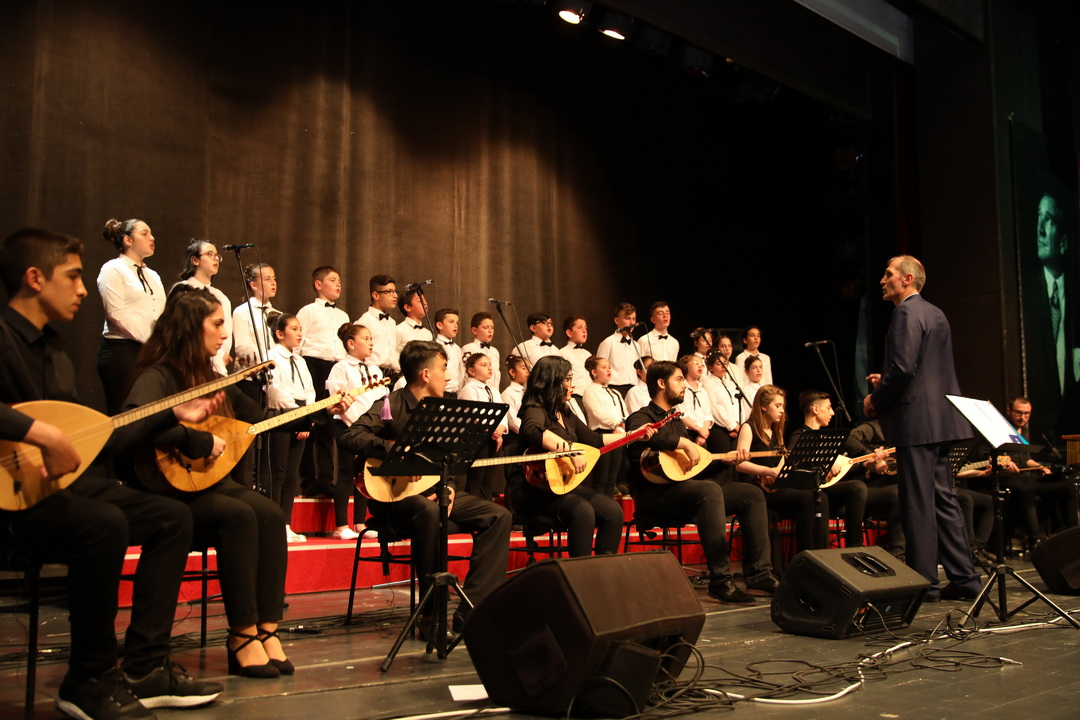 THM Çocuk ve Gençlik Korosu Türkü severlerden alkış topladı