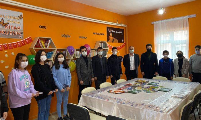 OMÜ'lü Öğrenciler 17 İlçede 17 Kütüphane Projesi Başlattı