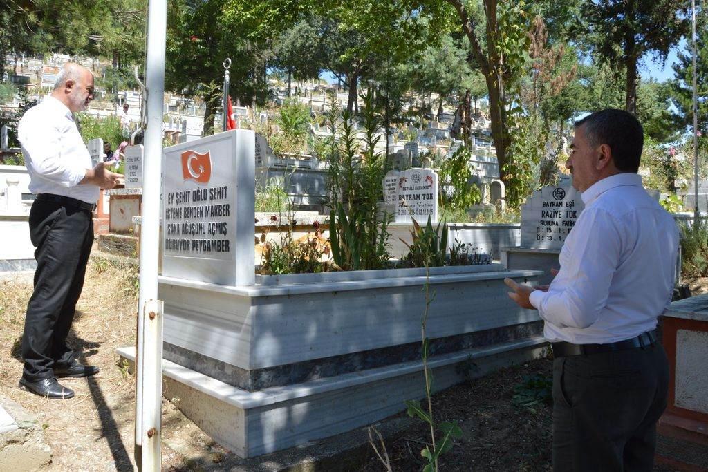 Özdemir, Kurban Bayramı dolayısıyla arife günü mezarlığı ziyaret etti