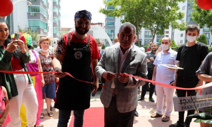 Başkan Demirtaş Master Chef yarışmacısı Murat Tokmak'ın işyerini hizmete açtı