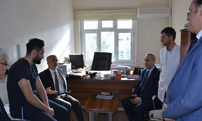 Rektör Bilgiç'ten Şiddete Uğrayan Asistan Hekim Gökhan Gök'e Moral Ziyareti