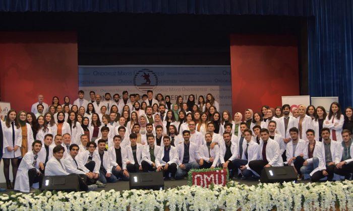 OMÜ'de Genç Diş Hekimi Adayları Beyaz Önlüklerini Gururla giydi