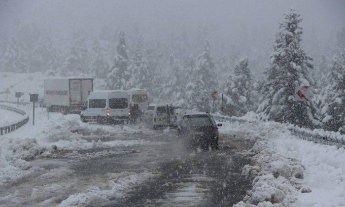 Samsun'da 3 ilçeye kar yağdı