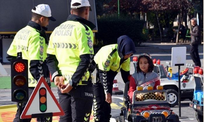 Seyyar çocuk trafik parkı ile trafik kurallarını uygulamalı öğrenecek