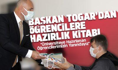 Başkan Togar öğrencilere üniversite hazırlık kitapları hediye etti