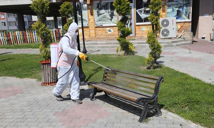 Atakum'da Sokağa çıkacak çocuklar için parklarda hijyen çalışması yapılıyor