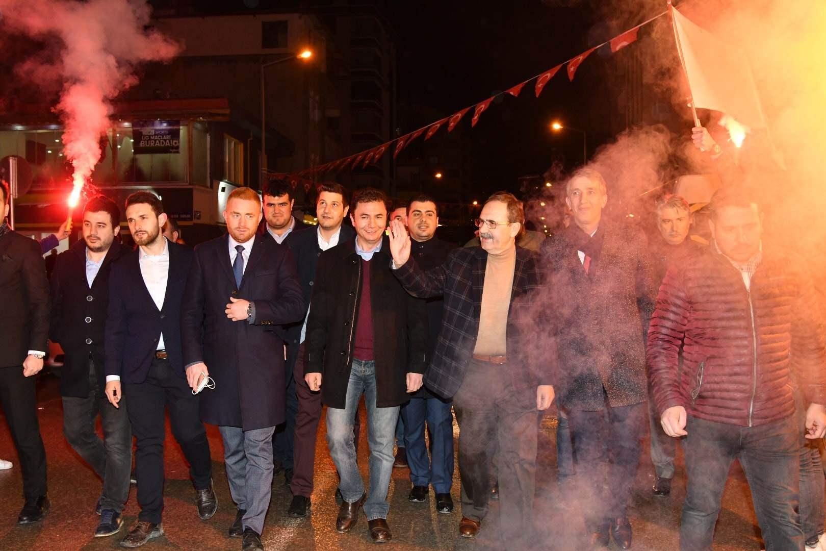 Gençlerden Başkan Zihni Şahin'e tam destek